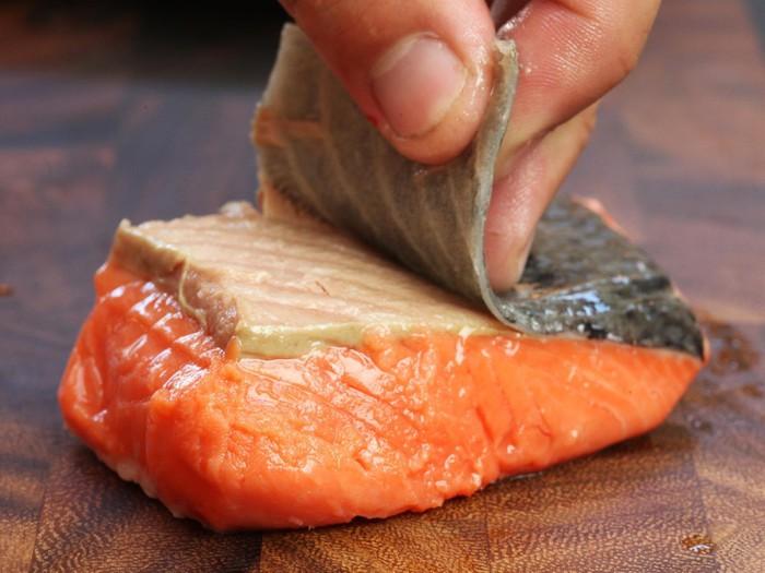 Da cá hồi giàu collagen