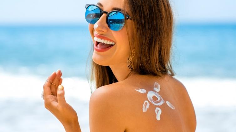Sử dụng Kem chống nắng mỗi ngày