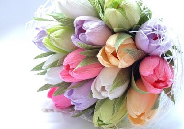 Bó hoa tulip bằng giấy nhún.