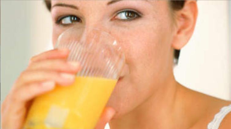 Bổ sung vitamin D bằng nước cam