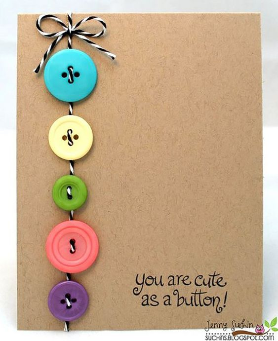 Tận dụng những chiếc nút áo cũ để làm thiệp tặng người thân.