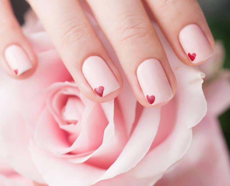 Để làm sáng móng tay của bạn, hãy sử dụng dung dịch hoa hồng