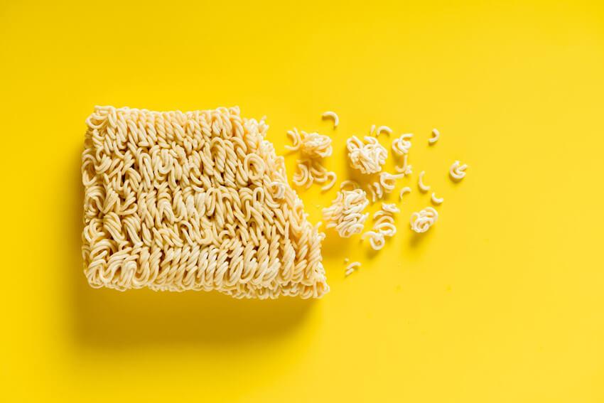 Cách ăn mì tôm không gây hại sức khỏe cho người nghiện mì tôm