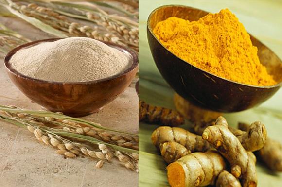 Bạn nào mặt mụn, mặt thâm, mặt nám, nên áp dụng ngay công thức cám gạo với bột nghệ nguyên chất