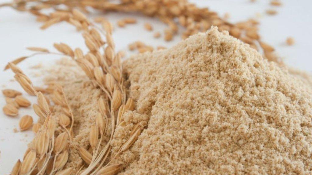 Cám gạo có tác dụng làm sáng da, mờ vết thâm, tẩy da chết, hạn chế tối đa mụn đầu đen, thích hợp cho mọi loại da