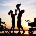 Gia đình là nơi sẻ chia yêu thương, giúp đỡ nhau, cùng nhau vượt qua giông bão