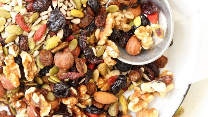 Nên ăn các loại hạt trong ngày đèn đỏ
