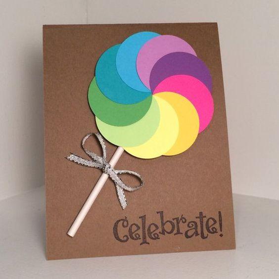 tấm thiệp dễ thương với cây kẹo làm từ những hình tròn giấy nhiều màu săc