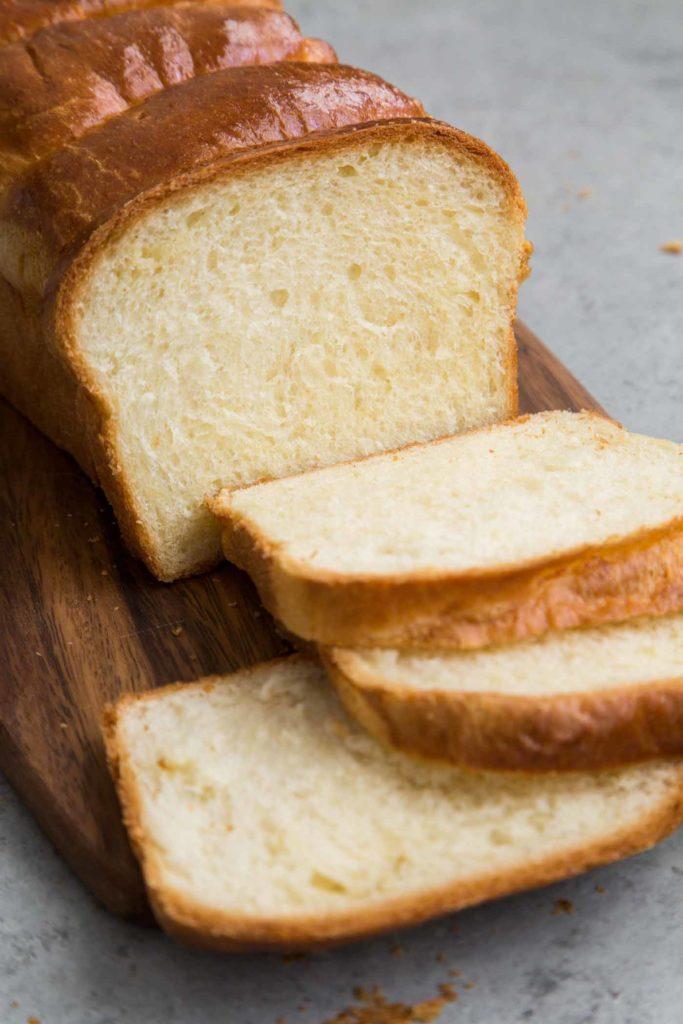Bánh mì trắng gây chướng bụng trong kỳ kinh