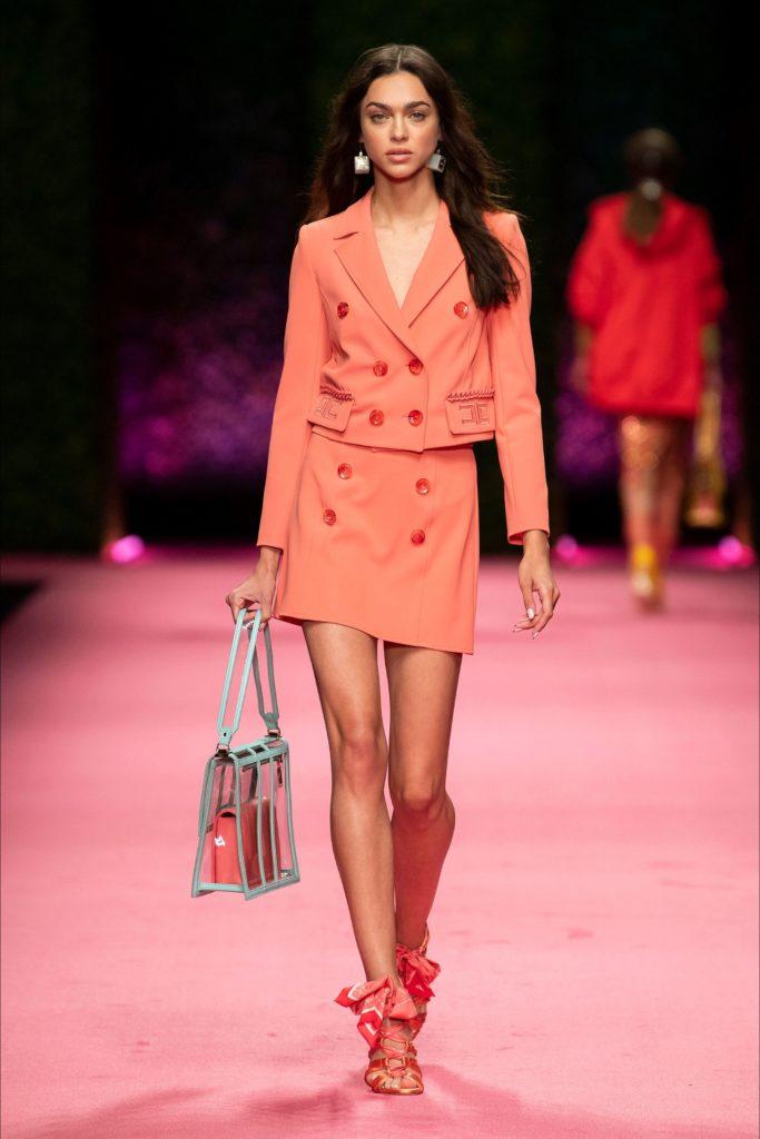 Trang phục cam san hô