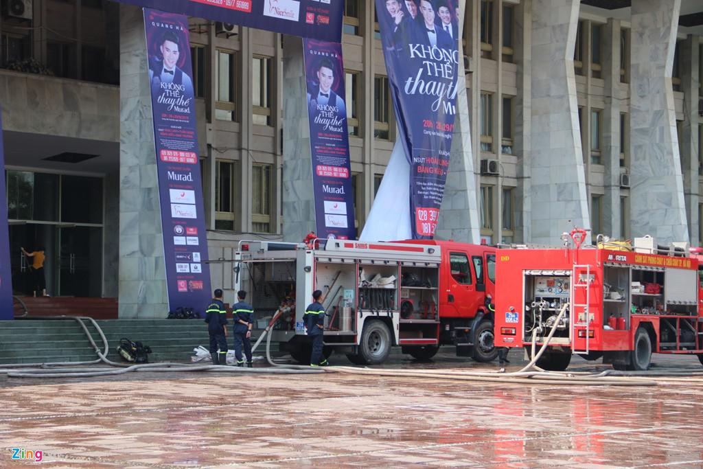 7 xe cứu hỏa cùng hàng chục chiến sĩ được điều động tới hiện trường