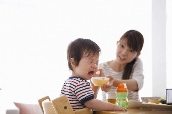 Cách phạt khi trẻ biếng ăn