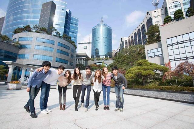 Du học nước ngoài rất tốn kém.