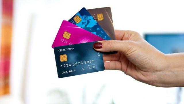 Hạn chế dùng thẻ khi thanh toán