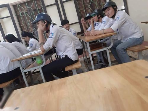 Phạt học sinh vi phạm đội nón bảo hiểm