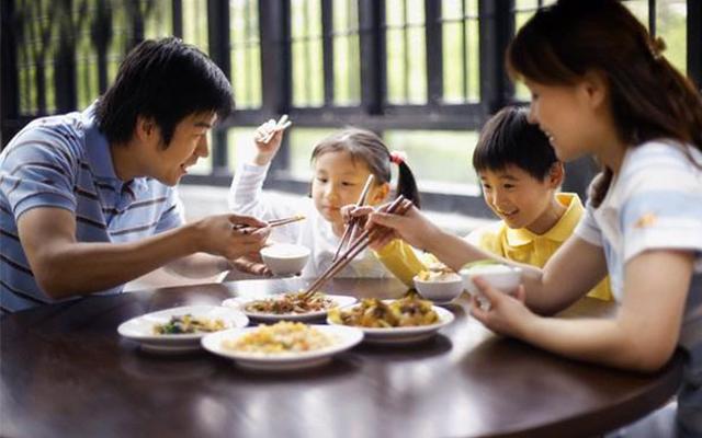 Tránh ăn bánh trung thu ngay sau bữa cơm