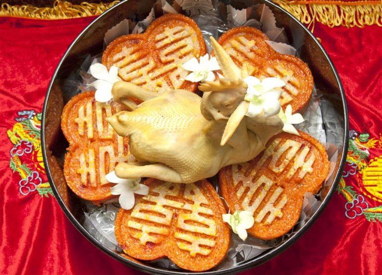 Xôi và gà thường thấy trong mâm quả của người miền Nam.