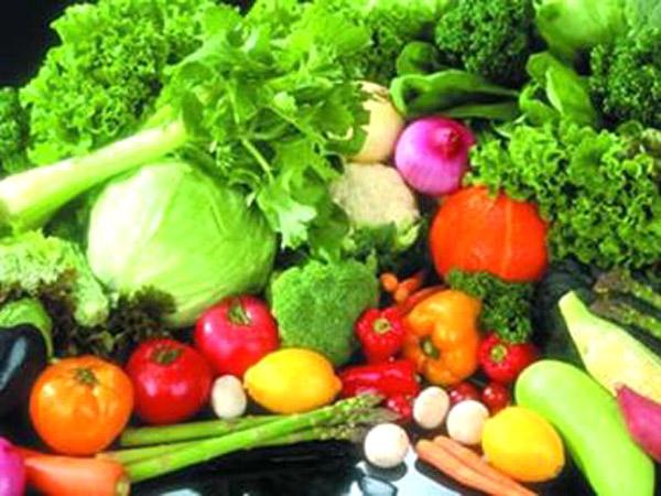 cho cơ thể nhiều rau xanh và trái cây