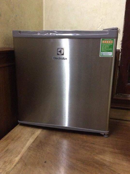 Tủ Lạnh Mini Electrolux EUM0500SB 50 lít