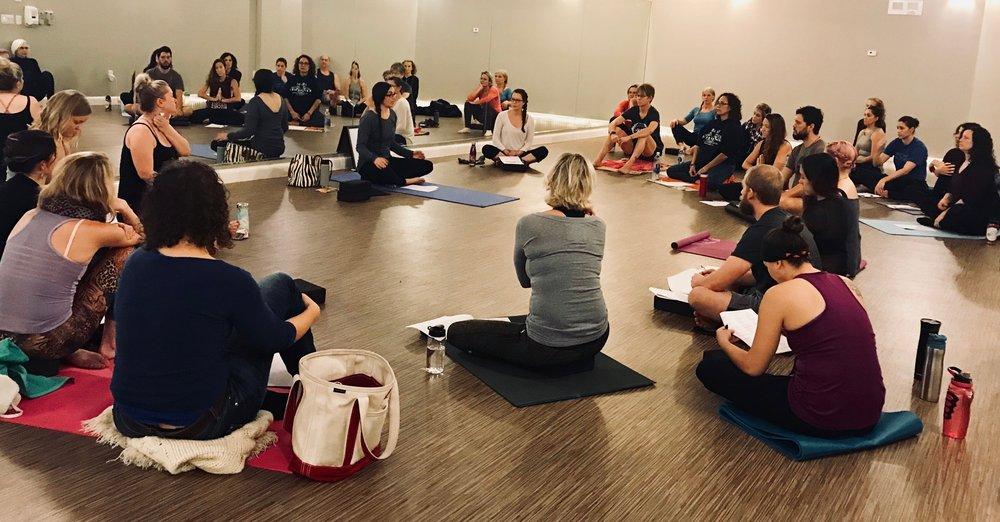 tham gia lớp yoga giúp tự tin