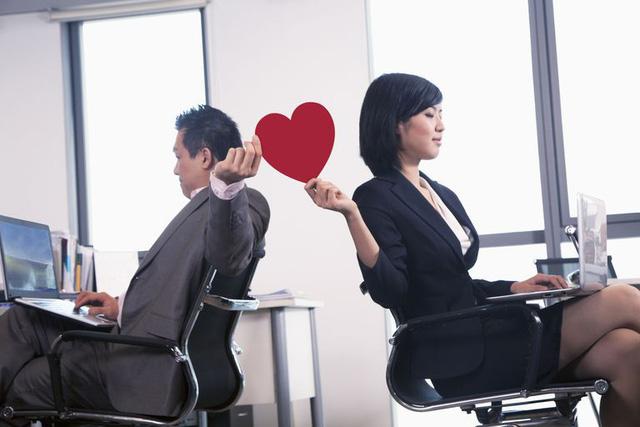 Tình yêu công sở? Có nên chăng