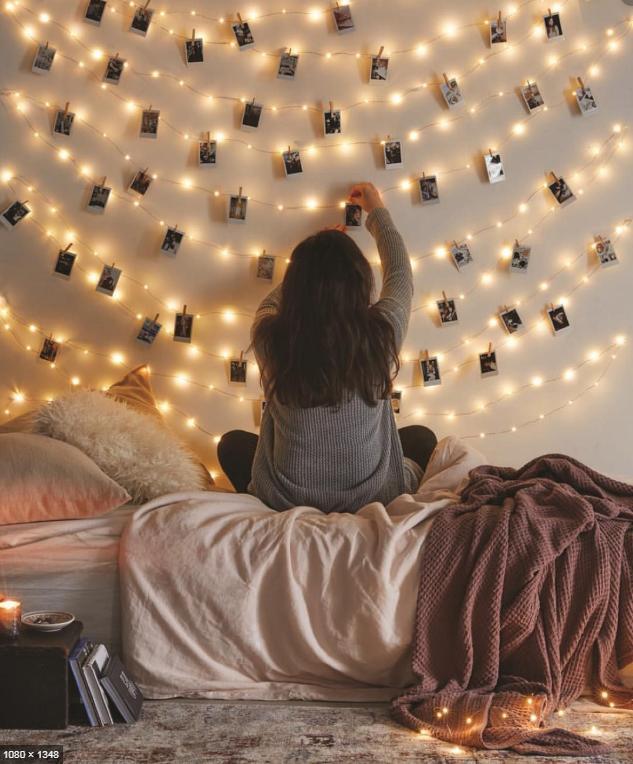 Ý tưởng trang trí phòng ngủ dây đèn và ảnh