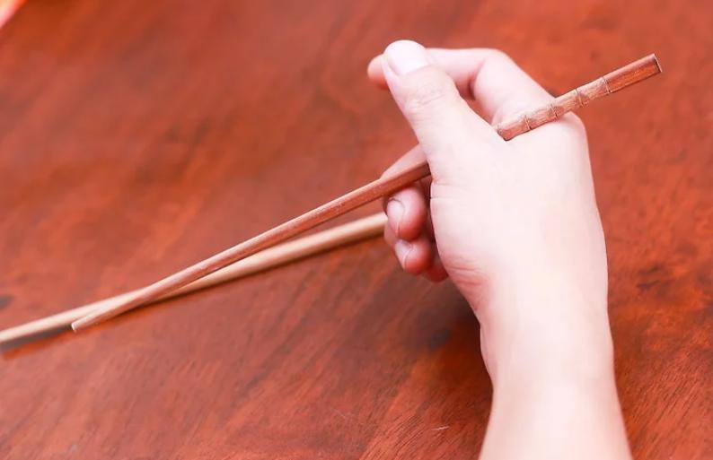 Đừng sợ, sử dụng đũa rất dễ dàng thôi