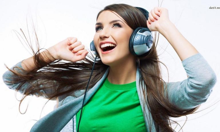 20151113162610 girl happy music