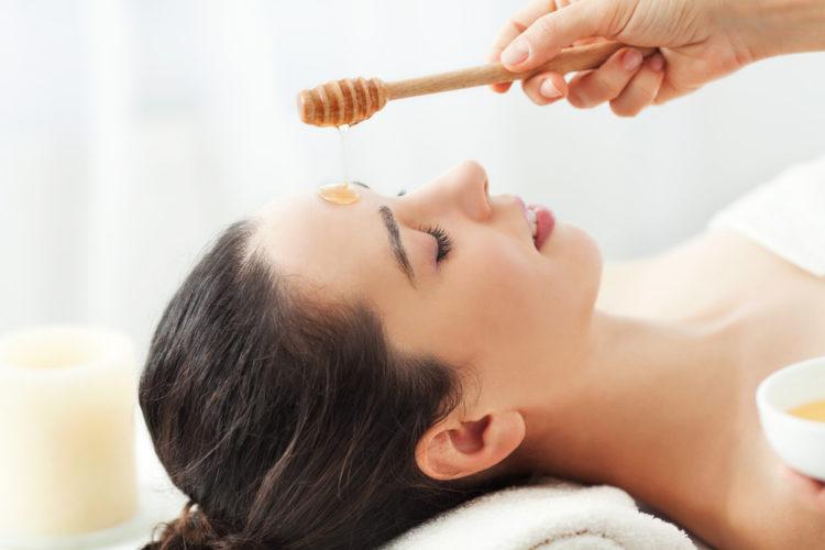Chăm sóc da mặt cùng với mật ong