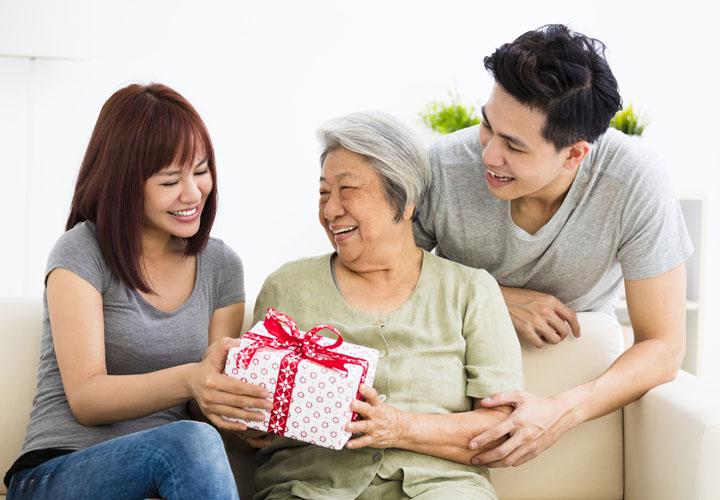 Món quà tinh thần ý nghĩa cho mẹ chồng