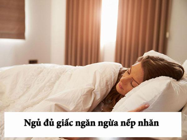 Ngủ đủ giấc giúp ngăn ngừa nếp nhăn