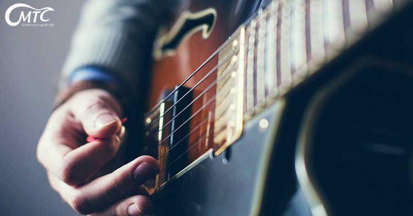 chơi guitar là cả một nghệ thuật