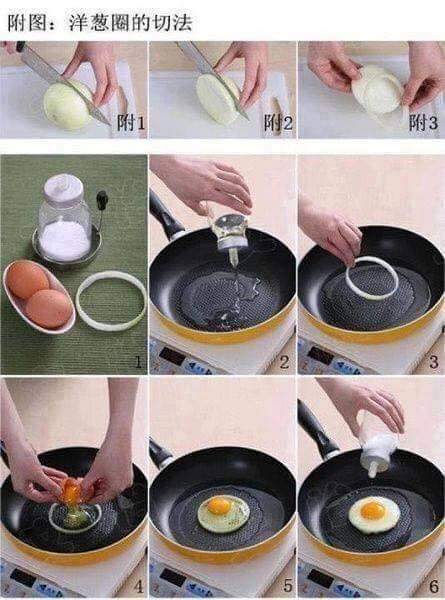 Dùng lát hành tây để tạo khuôn rán trứng tròn đều