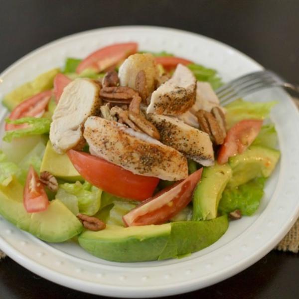 Món salad ức gà rất thích hợp để giảm cân