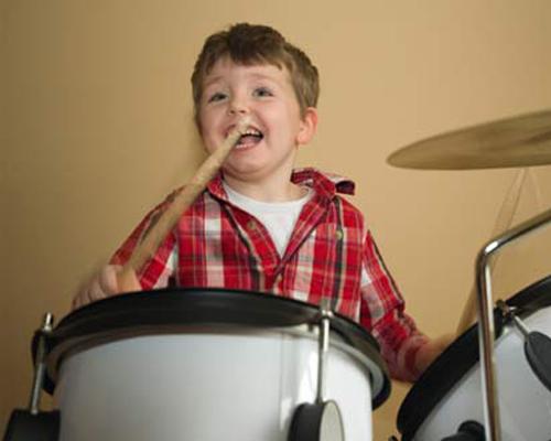 Nen cho trẻ học âm nhạc từ sớm