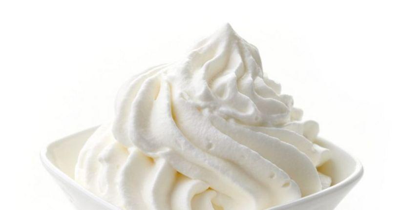 Sử dụng kem tươi vừa dưỡng môi vừa ăn được, thật tiện lợi mà