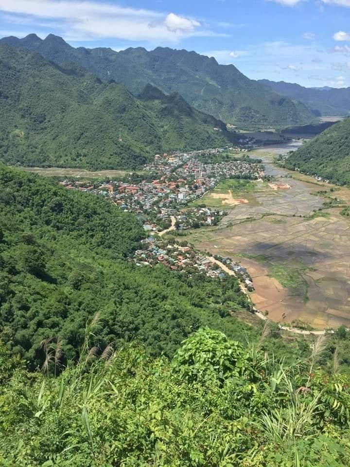 Thung lũng Mai Châu nhìn từ đèo Thung Khe