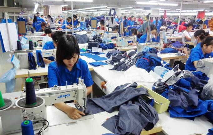 công nhân tăng ca
