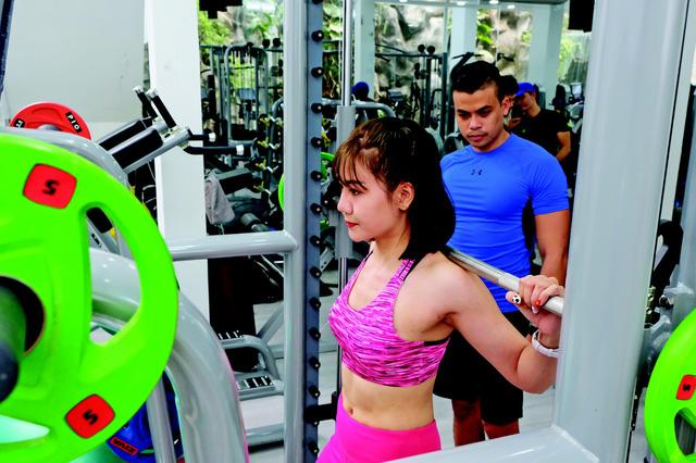 phụ nữ tập gym không hề xấu