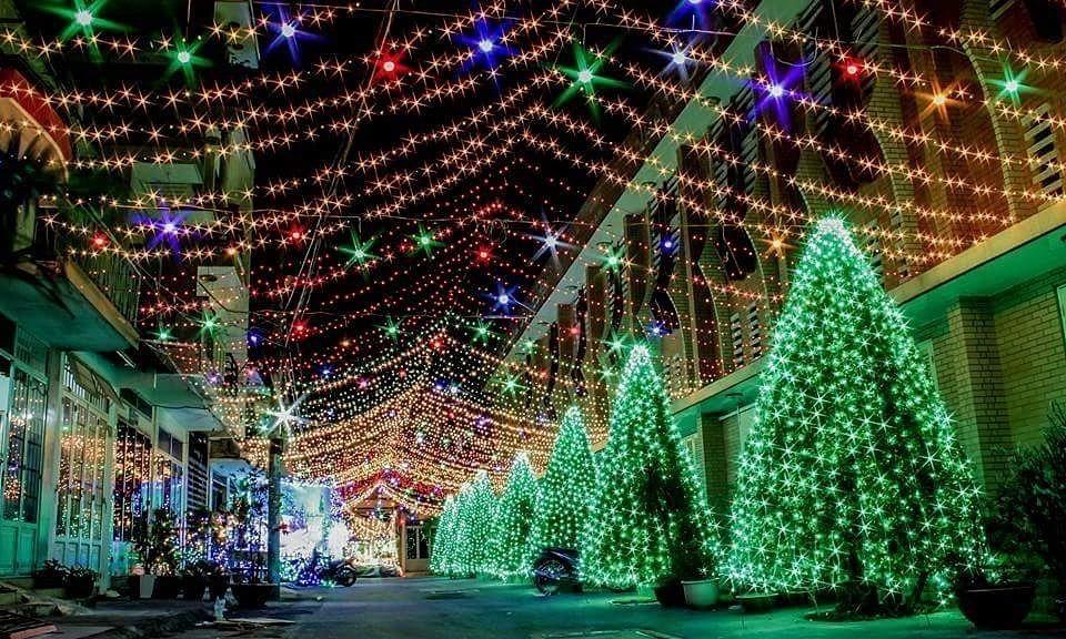 Khu xóm đạo Phạm Thế Hiển một trong những nơi được trang trí đẹp nhất dịp Giáng Sinh