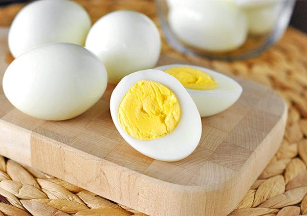 Thái trứng luộc là sao để trứng đẹp và không bị vỡ là một nghệ thuật
