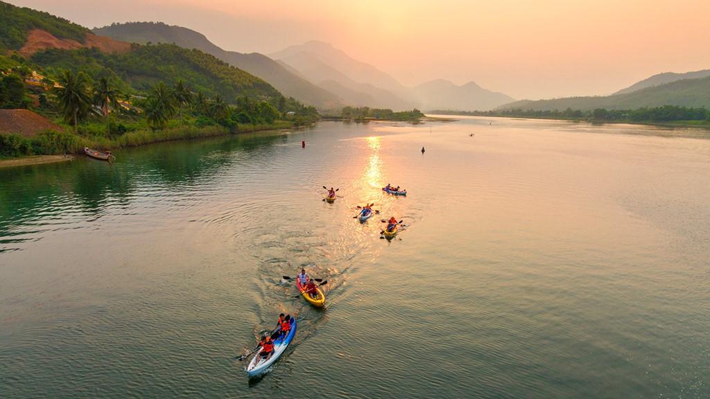 Thiên nhiên Đà Nẵng hài hòa có sông, có núi, có biển.