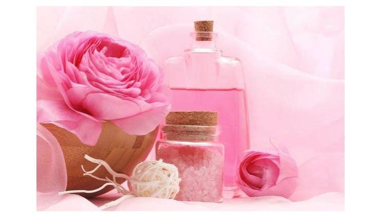 Top 8 loại nước hoa hồng cho da dầu mụn không thể bỏ qua
