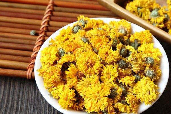 Trà hoa cúc là một loại thức uống thanh tao trong văn hóa trà người Việt.