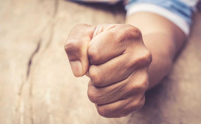 lòng chất chứa thù hận khó buông bỏ mọi thứ