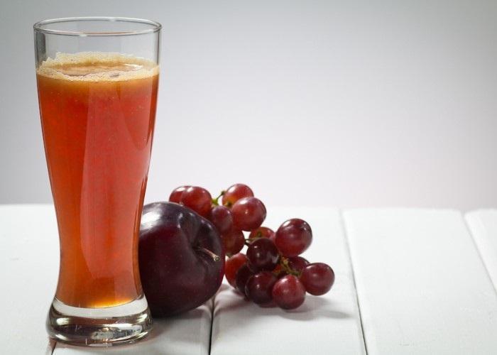 nước ép trái cây kết hợp từ quả táo và quả nho