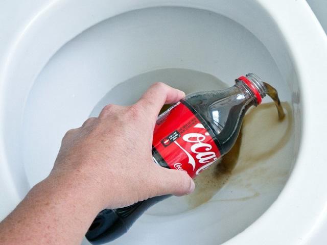 tẩy rửa bằng coca