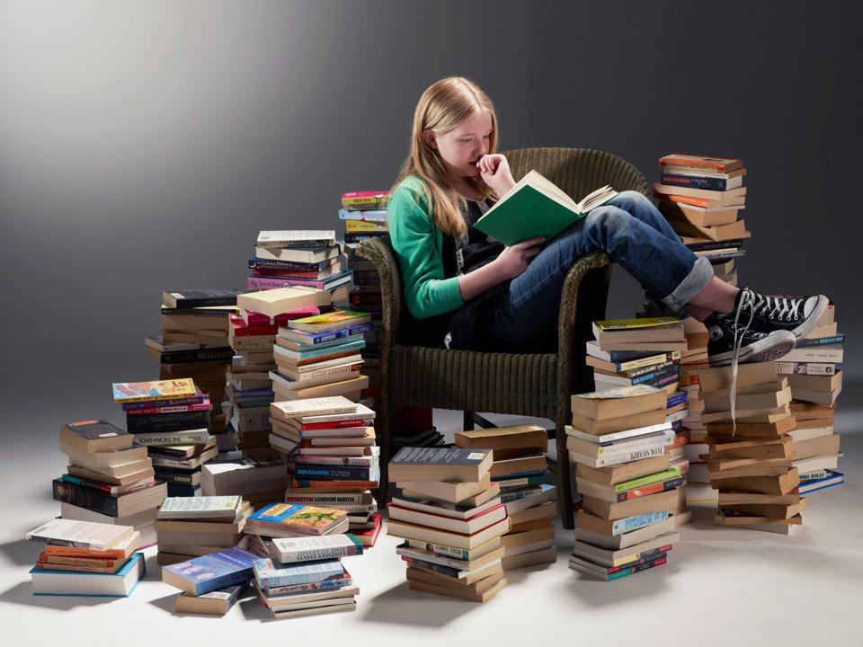Đọc sách thường xuyên giúp chúng ta rèn luyện khả năng tập trung và trí nhớ hiệu quả