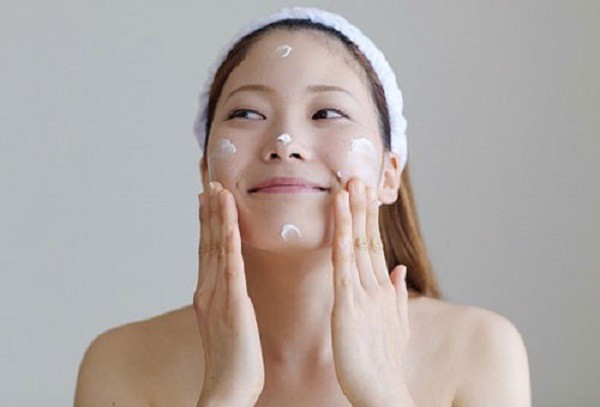 Dưỡng da khi sử dụng kem chống nắng