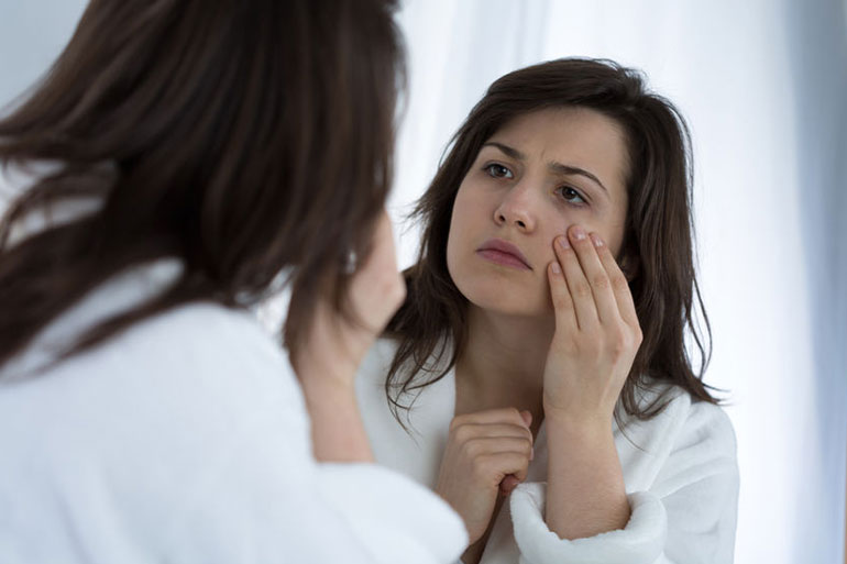 Giảm thâm sạm và cải thiện sắc tố da từ đá